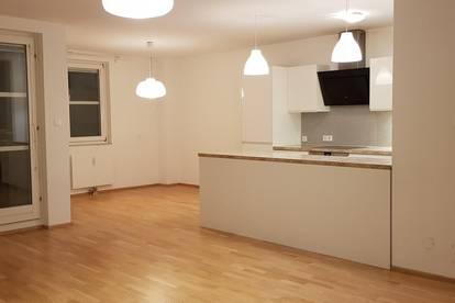 Wunderschöne 5-Zimmer Wohnung mit großer Wohnküche und Loggia in top Zustand, auch perfekt als WG geeignet (Zimmer getrennt begehbar)