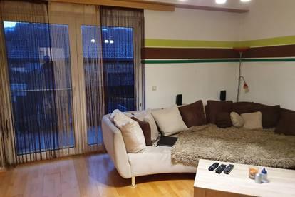 Gemütliche 3-Zimmer-Wohnung mit Balkon und 2 Parkplätzen im Freien