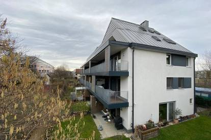 Exquisite, helle, ruhige 4-Zimmer-Wohnung mit 2 großen TG Stellplätzen