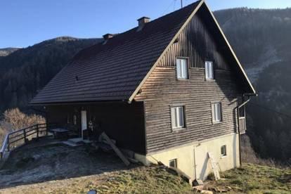 Bauernhaus mit traumhafter Aussicht und ca. 10.000 m2 Land in sonniger Lage - als ehemalige Hofstelle für Viehzucht geeignet!