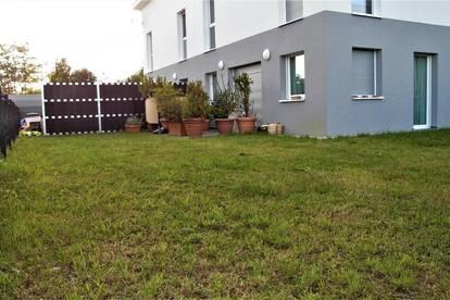 Eine neuwertige Doppelhaushälfte BJ: 2018! Schöner sonniger Garten:)) plus Carport für 2 Autos!