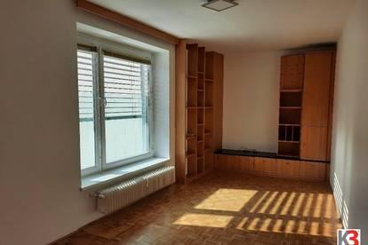 K3! WOHNEN IM ZENTRUM. Sehr schöne helle 4-Zimmer Wohnung, auch längerfristig mietbar