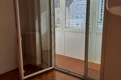 K3! TOLLE INNENSTADTWOHNUNG. Neu saniert, 4-Zimmer, helle Räume, ab sofort beziehbar.