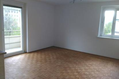K3!! Schwarzach - freundliche, sanierungsbedürfige Wohnung mit 2 Schlafzimmer u. Balkon zu verkaufen!