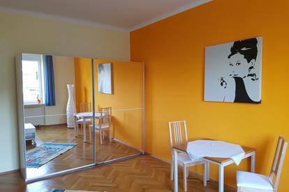 Mitbewohnerin für 24 m2 Zimmer in geräumiger 2er WG