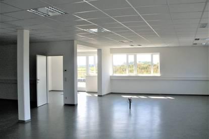Modernes & repräsentatives Büro mit Sonnenterrasse am Linzer Flughafen