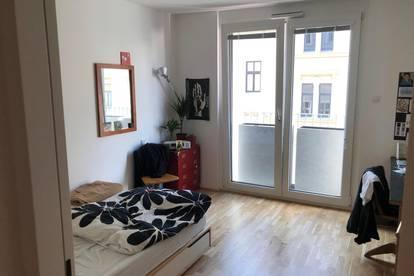 1.4.-30.9. Möbliertes, gemütliches Zimmer im 3. in Zweier-WG. mit französischem Balkon und großer Wohnküche mit Balkon
