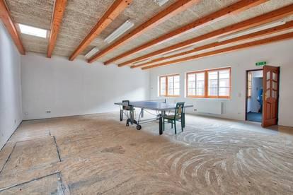 Großzügiges Studio geeignet als Büro, Versammlungsraum für Vereine, Wohnung u.v.m.