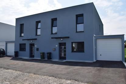 Neue Doppelhaushälften mit Carport Typ C