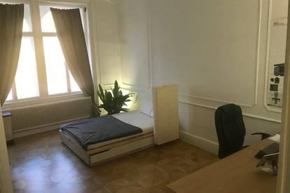 Helles 23qm Zimmer in 211qm Luxus-Altbau-Wohnung mit großem Wohnzimmer, Balkon, Badewanne, 2 Bädern + 2 Toiletten