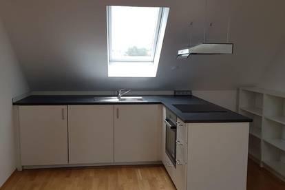 Wunderschöne renovierte 3 Zimmer Wohnung mit Klimaanlage