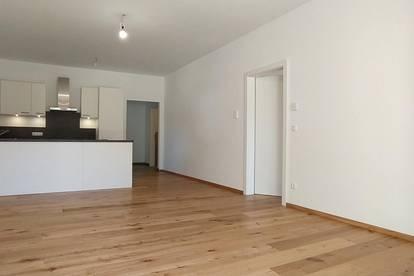 Sonnige 2-Zimmer-Wohnung mit Terrasse & Garten, Badewanne & Dusche