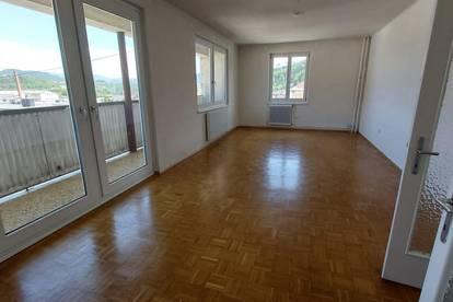 Helle große Wohnung zu vermieten