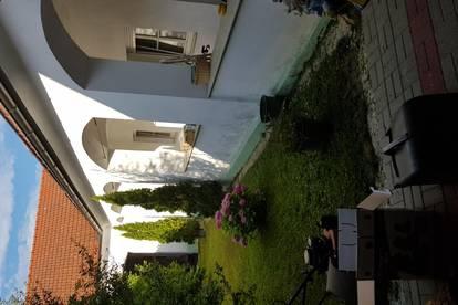 Einfamilienhaus mit Arkaden und wunderschönem Innenhof