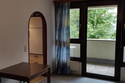 Einzimmerwohnung mit schöner Loggia in ruhiger Lage