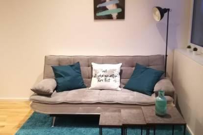Erstbezug - stylish & modern mit hohen Räumen (voll möbliert und privat [Keine Provision])