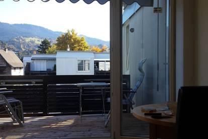 Charmante gut renovierte Wohnung in ruhiger zentraler Lage mit schöner Aussicht und Tiefgaragenplatz
