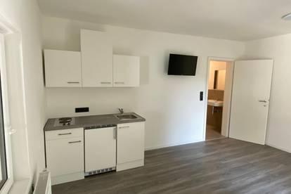Neuwertig: Freundliche 1-Zimmer Wohnung mit Terrasse und Parkplatz in Zentraler Lage