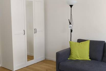 2 bis 6 Monate-Vermietung - Neues Studio Apartment, voll MÖBLIERT und EINGERICHTET, Monatsmiete 570 EUR inkl. Internet, warm Wasser und Strom