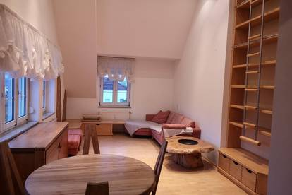 Sonnige lichtdurchflutete Wohnung mit Ausblick und Balkon - PRIVAT