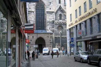 1 Bezirk Fussgängerzone, pedestrian zone,  in front of  Stephanskirche,