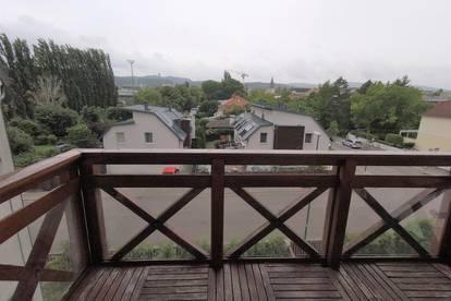Helle 2 Zimmerwohnung - Erstbezug nach Sanierung - mit Balkon und Fernblick inkl. KFZ-Stellplatz