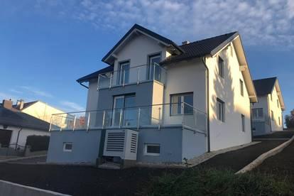 Zwei großzügige neue Einfamilienhäuser mit schönem Ausblick zu verkaufen