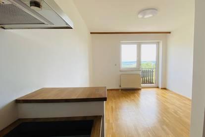 Ruhige Wohnung mit Küche und Balkon
