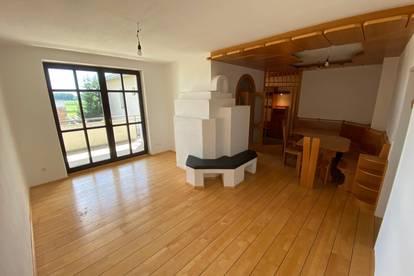 *PROVISIONSFREIE teilmöblierte wunderschön renovierte Wohnung mit Balkon*