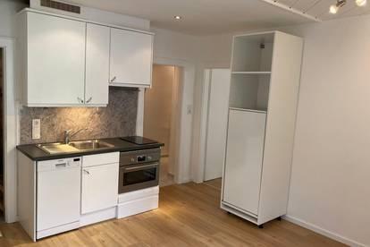 Charmante 2 Zimmer Wohnung mit Gemeinschaftsgarten / Privat
