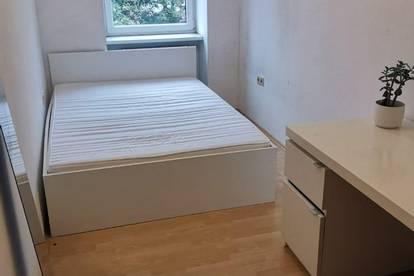 helles Zimmer nahe Lugnercity, in renovierter Wohnnung