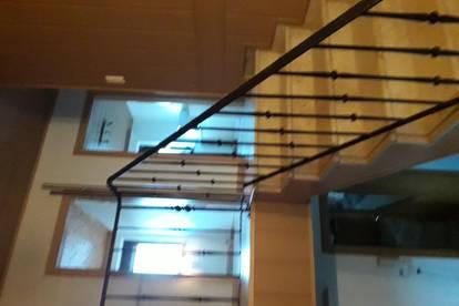 Schöne Dachgeschoss Wohnung