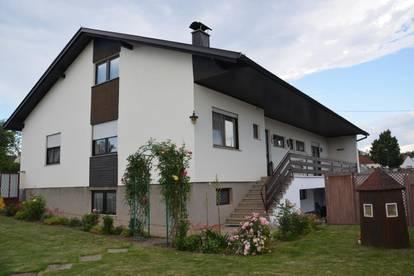 Einfamilienhaus mit angrenzendem Wirtschaftsgebäude