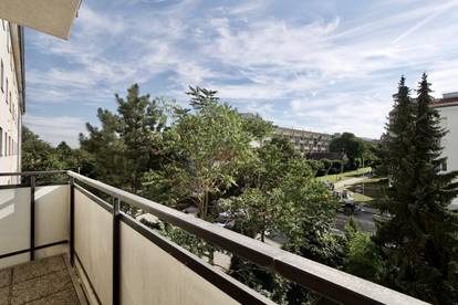 126 m2 große, freundliche 3-Zimmer-Wohnung mit Balkon