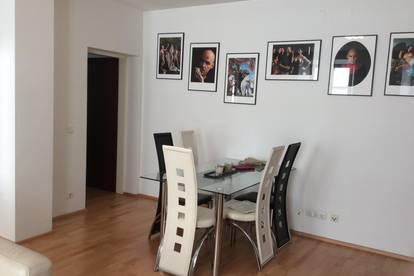 Schöne und zentrale 3-Zimmer Wohnung im Andräviertel, inkl. Parkplatz