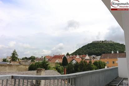 Herrliches Dachgeschoss mit Ausblick im Ärzte- und Bürozentrum Hainburg! Unbefristete Mietordination mit Kundenparkplätzen