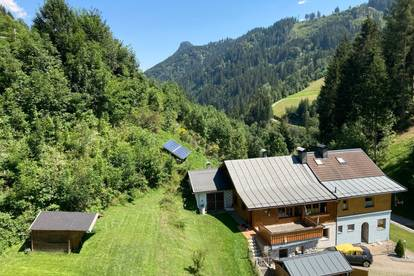Charmantes, sanierungsbedürftiges Mehrfamilienhaus zu verkaufen