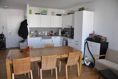 2-Zimmer-Wohnung, Tischlerküche, zentrale Lage, Parkgarage und vieles mehr