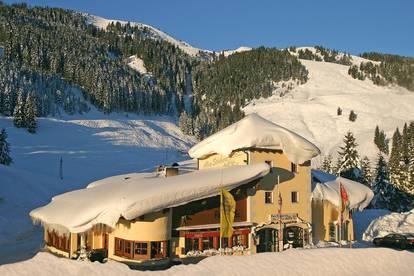 Restaurant mit großer Wohnung direkt am Einstieg in den Skigroßraum Kitzbüheler Alpen zu verkaufen