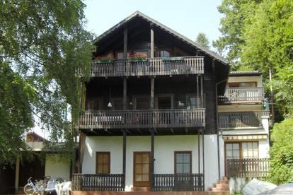 Rarität: Wohnung in Salzkammergut-Landhaus direkt am Traunsee – mit privatem Seegrund und Seeblick