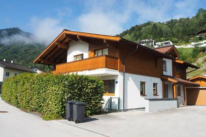 Beautiful chalet in the centre of Kaprun with views of the surrounding mountain ranges.