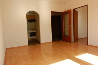 Gepflegte, ruhige, 2 Zimmerwohnung mit Loggia