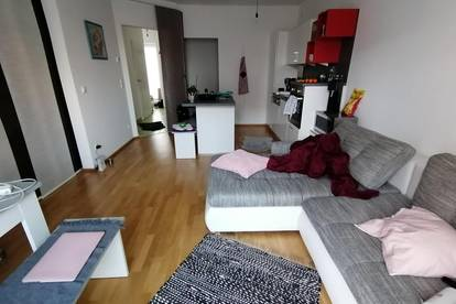 Helle, ruhige 2 Zimmer Wohnung mit 15qm Garten