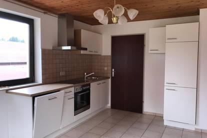 Vermiete renovierte 65 qm  3 Zimmerwohnung