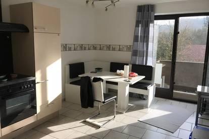 Vermiete schöne helle 56 qm große 2 Zimmerwohnung mit Balkon