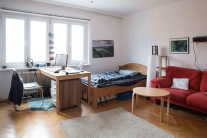 Zimmer in großer Wohnung für drei Monate zu vermieten
