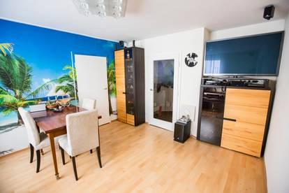 Verkehrsgünstige Zweizimmer Wohnung innen und außen saniert, hochwertig ausgestattet und vollmöbliert.