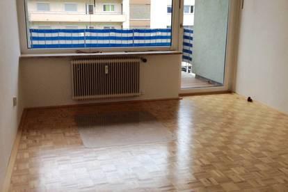 Helle 4-Zimmer Whg. für 3er WG in Uni-Klinik Nähe