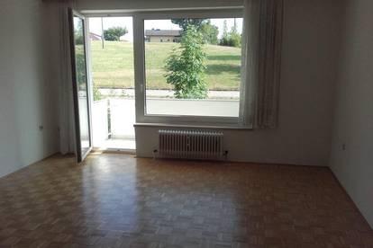 Zentrale Wohnung mit Balkon und Parkplatz 565€ Warmmiete