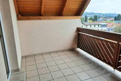 Familienfreundliche, großzügig Maisonettwohnung mit überdachtem Balkon.